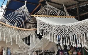 exposición y venta de hamacas en el pueblo