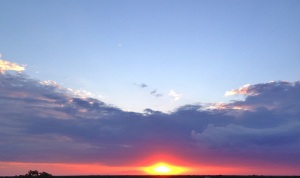se van, nubes y el sol