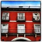 fachada roja