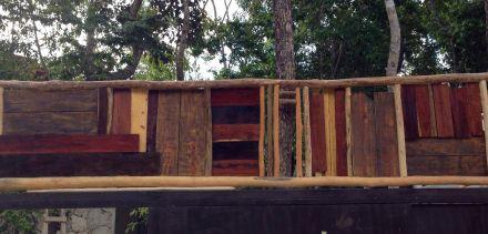 collage madera entrada